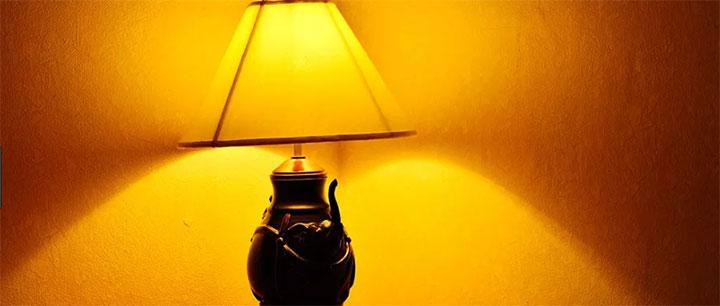 電球色の照明